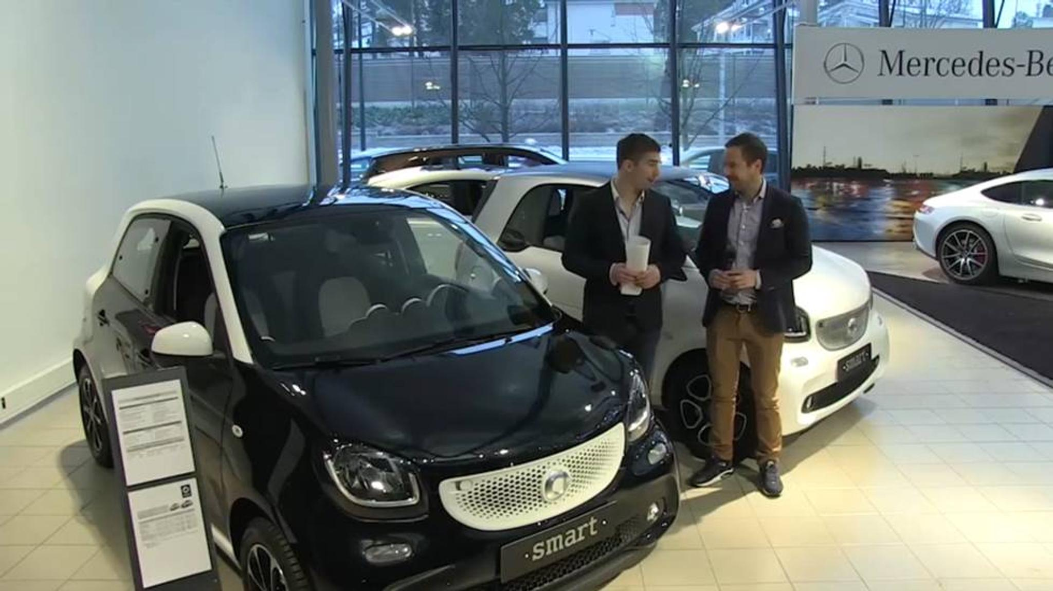 Mercedes Smart Car >> Historiallinen Autonayttely Esittelyssa Smart Fortwo Ja Forfour Tuulilasi