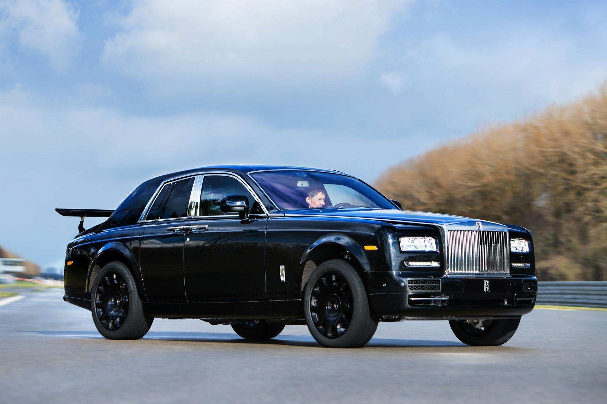 Rolls Royce Car >> Mita Ihmetta Rolls Royce Phantom Jossa On Takasiipi