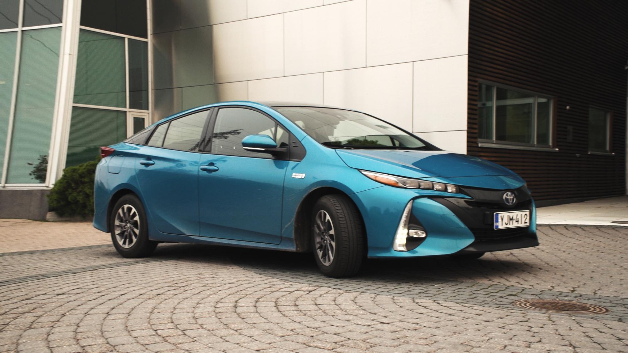 Toyota Plug In Hybrid >> Koeajo Toyota Prius Plug In Hybrid Katso Video Tuulilasi