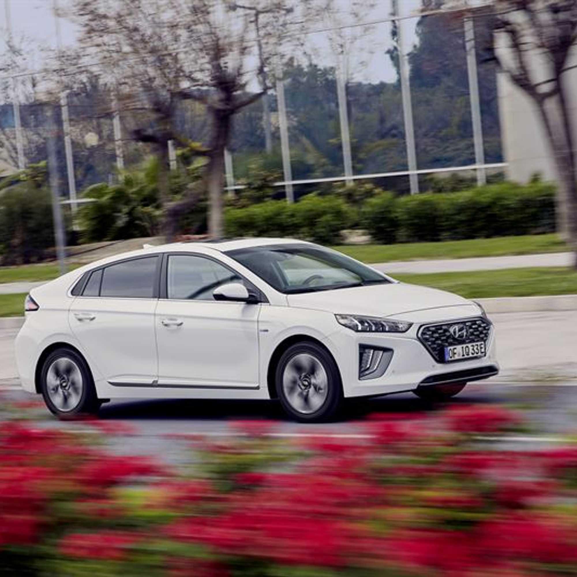 Hyundai laittaa IONIQ:in kokonaan uusiksi - Suomeen ensi
