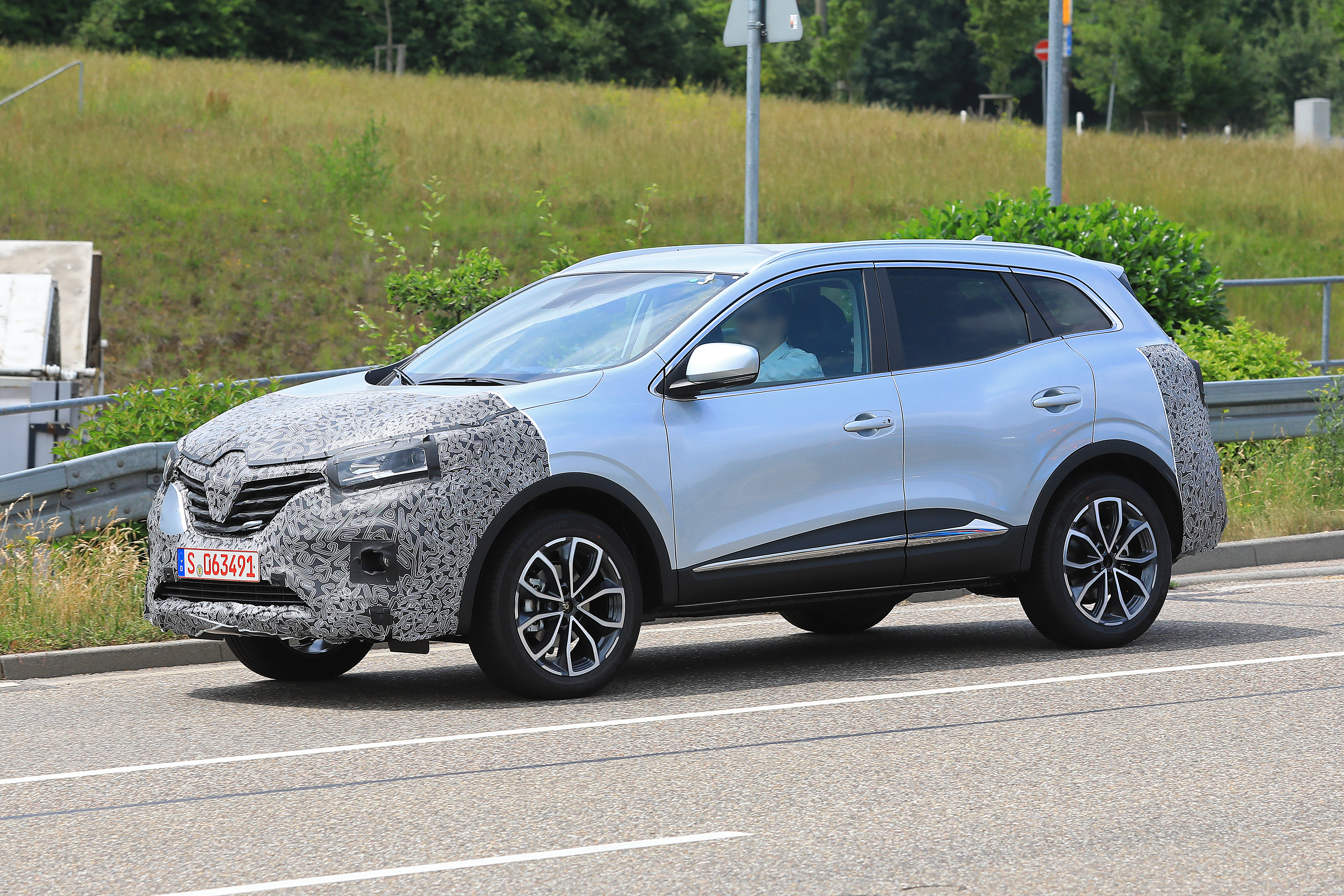 Renault Kadjar 2017 >> Salakuvissa Renault Kadjar Tuulilasi