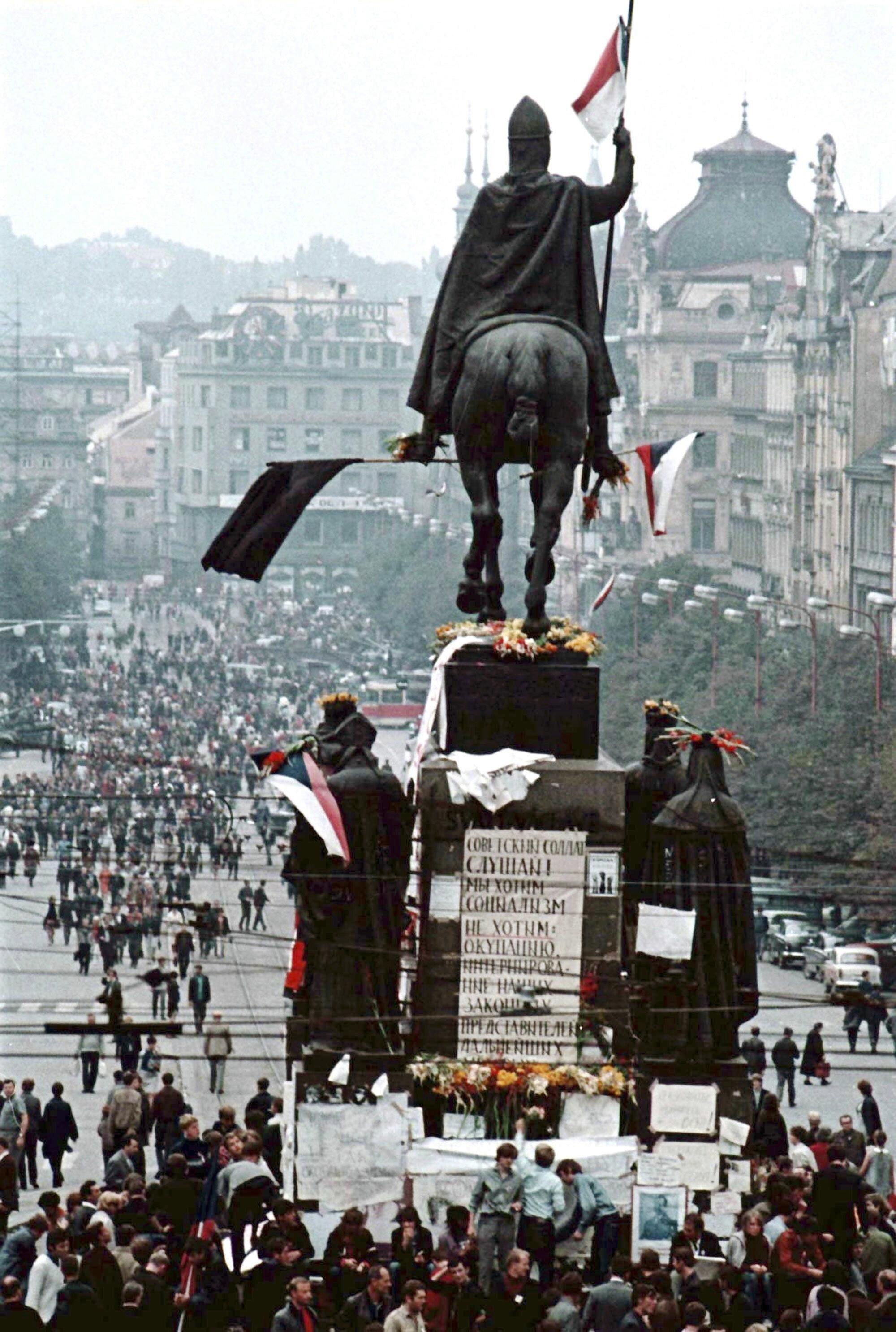 Praha Panssarivaunut Vyoryivat Prahaan 50 Vuotta Sitten Apu